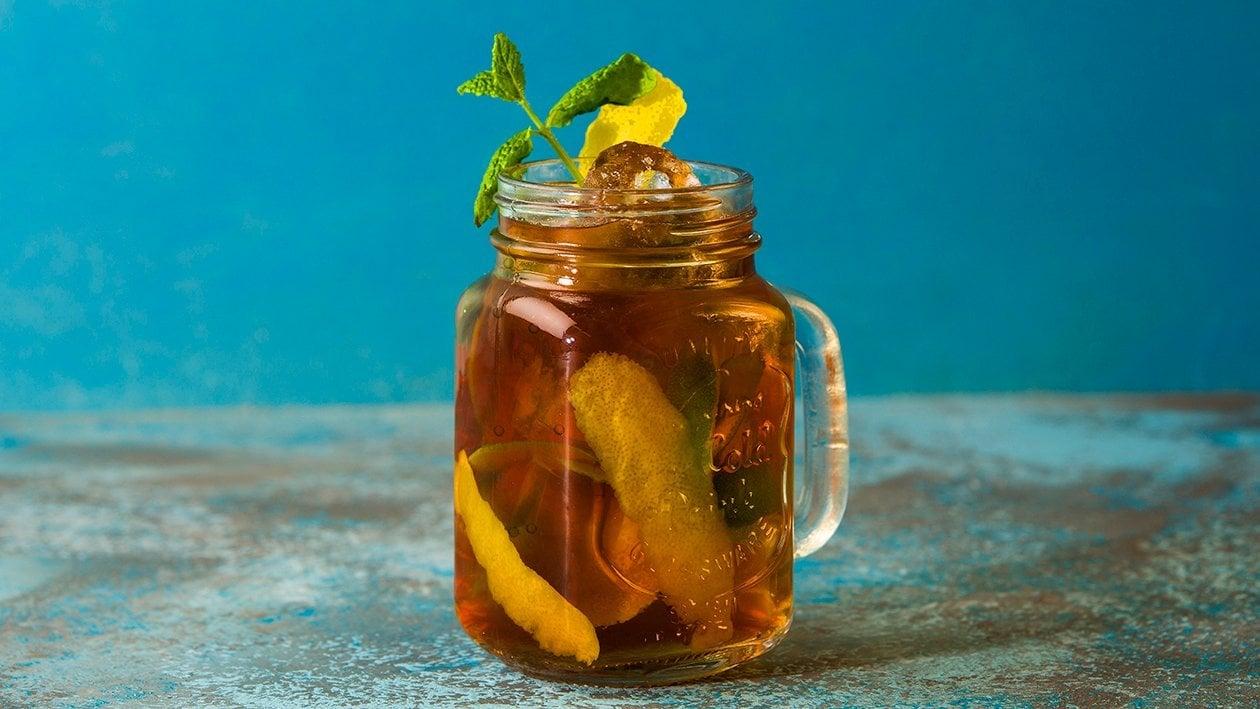 Fresh Brewed Peach Iced Tea med fläder