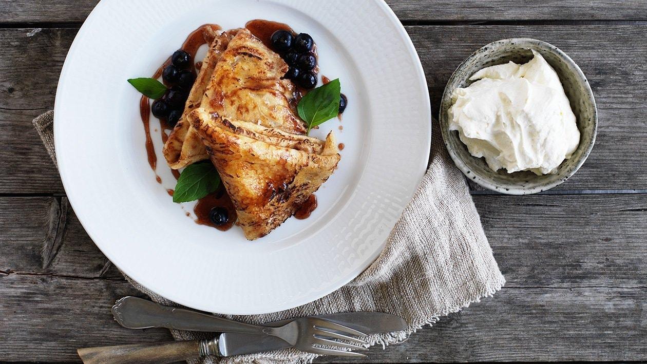 Pannkakor med blåbärskräm