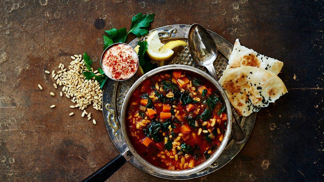 Spenat och matdinkel soppa med doft av mellanöstern