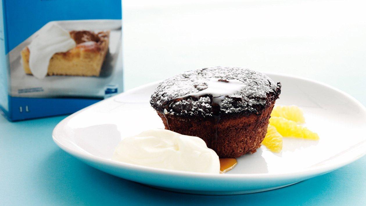 Varm chokladbrownie med karamellsås & vaniljvisp
